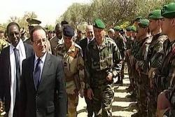 Hollande visits Mali and thanks troops